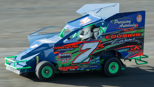 Bailey Cousins - Slingshot feature winner (photos by Val Catellier)